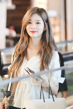 Kpop Girl Groups, Kpop Girls, Pink Hair, Blue Hair, Korean Girl, Asian Girl, Yu Jin, Japanese Girl Group, Kim Min