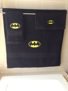 He encontrado este interesante anuncio de Etsy en https://www.etsy.com/es/listing/241646857/batman-3-piece-towel-set