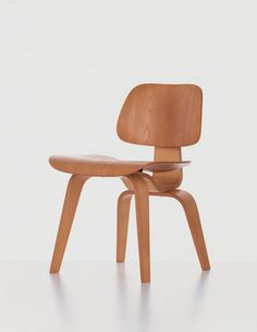 Charles and Ray Eames spent many years experimenting with new techniques for producing three-dimensionally moulded plywood seat shells that conformed to the contours of the human body. They achieved this with the chairs in the Plywood Group.