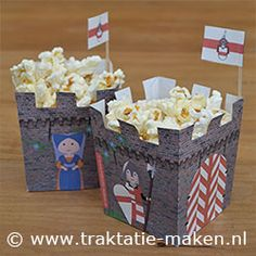 Picture of the treat Castle Doornenburg -- printable pattern at --  http://www.traktatie-maken.nl/traktatie-maken-img/werktekening/kasteel-doornenburg.pdf