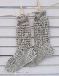 Silmukanjuoksuja Lace Knitting, Knitting Socks, Knit Crochet, Knitting Patterns, Woolen Socks, Casual Fall Outfits, Baby Booties, Mittens, Barbie