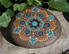 Purple Mandala Stone  Art de guérison peint à la main