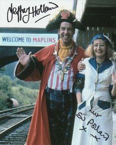 Su Pollard & Jeffrey Holland signed HI-de-HI! In a 2008 poll on Channel Hi-de-Hi! Richard Todd, British Tv Comedies, Ashford Kent, Hms Hood, Where Eagles Dare, Comedy Tv, Movie Photo, Royal Navy, Holland