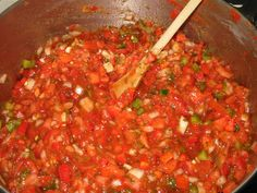 The Best homemade Salsa recipe there is! Here is how to make Salsa and also how to water bath can Salsa. Making and canning Salsa is easy to do, here's how. Salsa Canning Recipes, Canning Salsa, Canning Tomatoes, Tomato Canning, Canning Peppers, Home Canning, Best Salsa Recipe, Fresh Canned Salsa Recipe, Homemade Canned Salsa