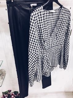 Pantaloni in ecopelle : 29.00 € Camicia a quadri : 36.00 € Borgo la Croce 18/r - Firenze