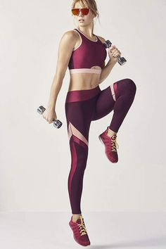 Be the fitness glow-getter that you are by flaunting our flashy burgundy color block midi bra and matching mesh-paneled yoga leggings. Fitness Outfits, Fitness Fashion, Legging Sport, Sports Leggings, Cheap Leggings, Leggings Sale, Printed Leggings, Yoga Leggings, Yoga Pants