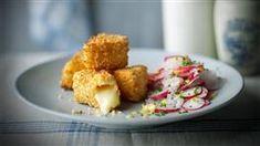 Reďkovkový šalát so syrom camembert Lchf, New Recipes, Ale, Chicken, Cooking, Breakfast, Ethnic Recipes, Food, French Fries