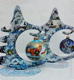 Добрый вечер,Страна! Сегодня я к Вам со своими ёлками-подвесками для новогодних шаров! Подробный мастер-класс по их изготовлению можно посмотреть здесь http://stranamasterov.ru/node/985879 Работ много,как и фотографий! фото 1