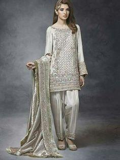 Shalwar Kameez for Nikkah Engagement Bride Salwar Kameez 2017 Shadi Dresses, Pakistani Formal Dresses, Pakistani Wedding Outfits, Pakistani Dress Design, Bridal Outfits, Indian Dresses, Pakistani Designer Clothes, Nikkah Dress, Pakistani Couture