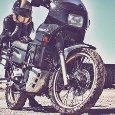 Dualsport Oldtimer Honda Transalp Motobabe Enduro bikergirl