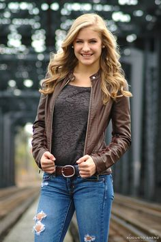 We had a blast in this Senior Photo-shoot in Columbus OH. It was the perfect day for Pictures in Columbus Downtown. We were so lucky to have the train passing by right after the session on the rail tracks. We had a great opportunity to have the train as a Fall Senior Pictures, Senior Photos Girls, Senior Girl Poses, Senior Picture Outfits, Senior Girls, Senior Portraits, Girl Photos, Senior Photography, Photography Tips