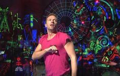 Coldplay on SNL - I love the glowing background graffiti.