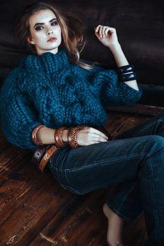 Knitwear Fashion, Knit Fashion, Pull Torsadé, Big Yarn, Big Knits, Thick Yarn, Thick Sweaters, Mode Style, Knit Cardigan