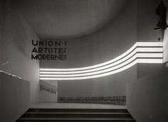 Hall d'entrée de la 1re exposition de l'Union des artistes modernes, Pavillon de Marsan, musée des Arts décoratifs en 1930