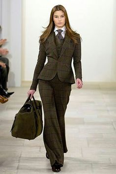 Ralph Lauren Fall 2006 Ready-to-Wear Collection Photos - Vogue Look Fashion, Fashion Show, Winter Fashion, Womens Fashion, Luxury Fashion, Style Androgyne, Celebridades Fashion, Pantsuits For Women, Vogue