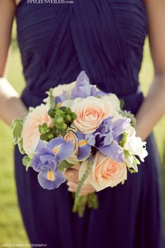 I love the way that peach and lavender plays off each other, especially in bouquets!