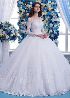 Buy discount Wonderful Tulle Scoop Neckline Natural Waisltine Ball Gown Wedding Dress With Lace Appliques & Beadings at Dressilyme.com