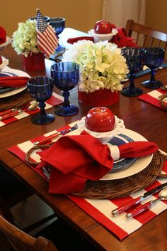 This table looks like they are planning a more formal, elaborate meal than I generally participate in, but it is very nice looking!