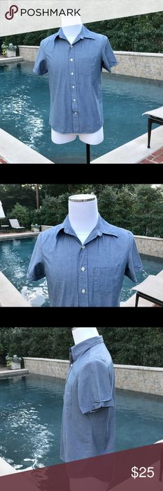 Kennigton of Ca Men's Denim Blue Button Down Not brand new but still in excellent condition is a Men's Kennington Blue Denim-Like 100% Cotton Short Sleeve Button Down. Short Sleeves, Placket Front, & Chest patch Pocket makes this Button Down (not a Button Down collar) the perfect all year round men's Shirt. In the summer wear it with shorts and in fall, winter and spring throw in a Blazer with khaki's or jeans and your ready for a night out. Kennigton of California Shirts Casual Button Down…