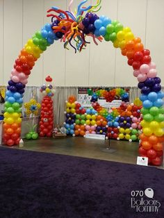 Expo decor taken to new heights with balloons!    Balloons by Tommy   #balloonsbytommy
