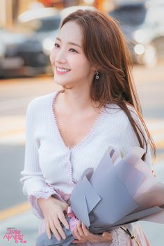 Apart from the drama being extremely relatable for K-Pop fangirls, it also shows a gorgeous series of styles flaunted by Park Min Young herself! Young Actresses, Korean Actresses, Korean Actors, Korean Dramas, Korean Beauty Girls, Korean Girl, Asian Beauty, Natural Beauty, K Drama