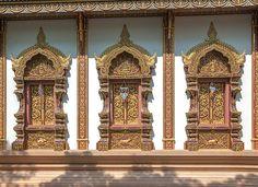 2013 Photograph, Wat Mae San Pa Daet Wihan Luang Windows, Wiang Yong, Mueang Lamphun, Lamphun, Thailand, © 2016. ภาพถ่าย ๒๕๕๖ วัดแม่สารป่าแดด หน้าต่าง วิหารหลวง เวียงยอง เมืองลำพูน ลำพูน ประเทศไทย