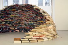 Book Igloo: Home is a recent sculptural installation by Colombian artist Miler Lagos. The piece was constructed at MagnanMetz Gallery late last year using carefully stacked books to create a compact dome that is entirely self-supporting Books Art, Old Books, Vintage Books, Art Public, Stack Of Books, Deco Design, Book Nooks, Reading Nooks, Book Lovers