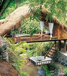 :❤ 这里是巴里岛,远离城市喧闹的度假胜地,如果能够在这里睡一觉该是多么惬意的事情啊。。。