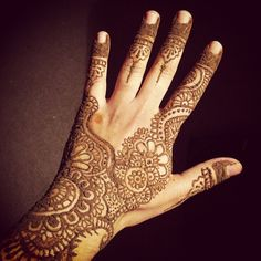#henna #mehndi #art #floral #indian #pakistani