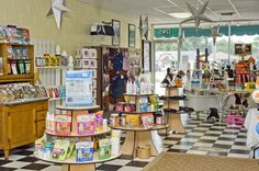 The Doggie Bag of Lakeland, FL...Gizmo's favorite store!