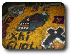 Dia de muertos : Tradiciones, Estado de Oaxaca El primero de Noviembre llegan los santos y los niños inocentes provenientes del Mictlán