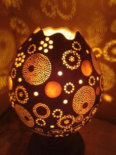 . Soda Can Crafts, Pyrography Patterns, Geisha Art, Deco Nature, Gourd Lamp, Art Diy, Painted Gourds, Creation Deco, Egg Art