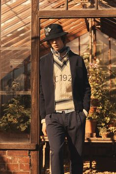Ever since David Beckham is involved in the collection of Kent & Curwen it gets more ex. Summer Of Love, Spring Summer, David Beckham, Menswear, Hipster, Louis Vuitton, Sleeves, Sweaters, Clothes