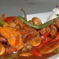 Recept : Kuřecí pikantní směs se zeleninou   ReceptyOnLine.cz - kuchařka, recepty a inspirace Hamburger, Detox, Meat, Food, Roast Beef, Red Peppers, Essen, Burgers, Meals