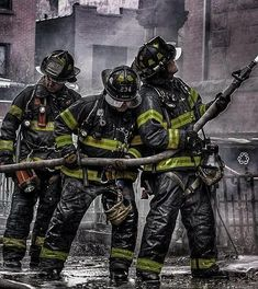 FEATURED POST @joselillo_elpillo - #FDNY . . ___Want to be featured? _____ Use #chiefmiller in your post ... WWW.CHIEFMILLERAPPAREL.COM . . CHECK OUT! Facebook- chiefmiller1 Periscope -chief_miller Tumblr- chief-miller Twitter - chief_miller YouTube- chief miller . . #firetruck #firedepartment #fireman #firefighters #ems #kcco #brotherhood #firefighting #paramedic #firehouse #rescue #firedept #workingfire #feuerwehr #brandweer #pompier #medic #retten #firefighter #bomberos #Feuerwehrmann…
