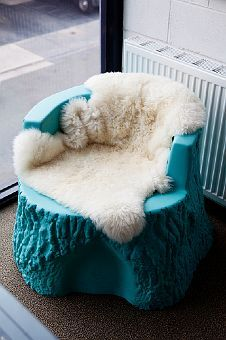 """Faux sheep skin rug """"throw"""" over 2 club chairs with navy velvet pillows. To tie my """"hopefully"""" new velvet sofa! Tree Stump Furniture, Log Furniture, Unique Furniture, Garden Furniture, Tree Trunk Table, Velvet Pillows, Velvet Sofa, Trendy Tree, Easy Home Decor"""
