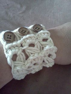 crochet cuff braclets... will someone please make me one of these???