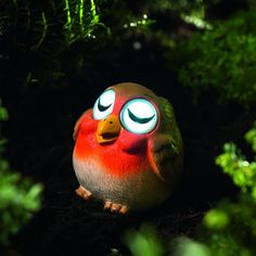 <p>This Sleepy Robin Solar Spotlight by Gardman will light up your garden or outdoor space this Christmas. This fun and festive solar spotlight uses energy from the sun to recharge, automatically turning on at dusk and off at dawn.</p>