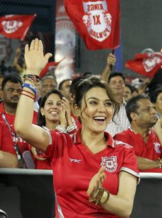The bubbly Preity Zinta has a lot to cheer about in IPL 7 as her team, Kings XI Punjab, leads the points table. Bollywood Masala, Indian Bollywood Actress, South Indian Actress, Bollywood Fashion, Indian Actresses, Beautiful Girl Indian, Beautiful Indian Actress, Female Crossfit Athletes, Pretty Zinta