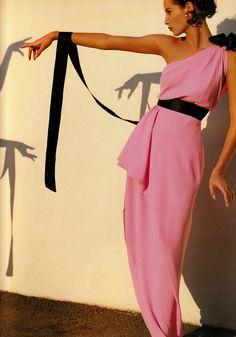 Christy Turlington in Chanel, 1991 -- Oscar de la Renta also did a similar gown (same colors w/ similar lines)