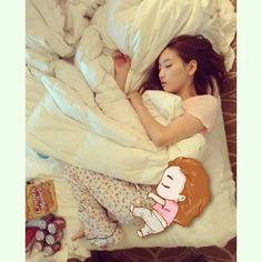 Taeng Sleeping beauty fanart by Taenghuan #Taeyeon #jetlag #fanart