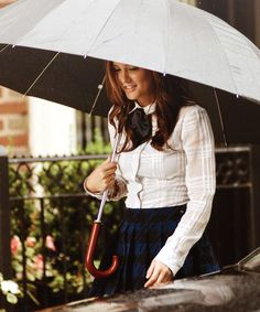 No one does rainy day-chic better than Blair Waldorf!