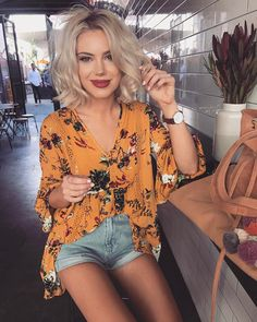 6,217 mentions J'aime, 47 commentaires – Laura Jade Stone (@laurajadestone) sur Instagram : «Time for a wine I think ✨wearing @billy_j_boutique»