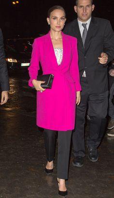 Adoramos esse casaco fúcsia da Natalie Portman!