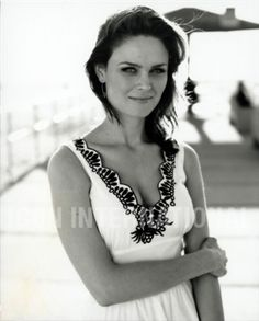 How can people think Zooey is prettier? I don't get it. Emily Deschanel #dramatictvactress #peopleschoice