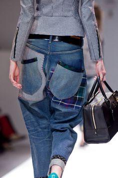 Jeans Patchwork: cinco tendências do jeans que estão super em alta e temos visto nos desfiles e vitrines: a mistura de lavagens de jeans com patchwork, o estilo lady like com peças acinturadas e superfemininas, jeans destroyed, bermudas compridas e, por último, o uso da inovação por parte das marcas.