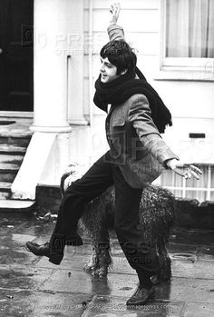 "Paul McCartney<3  ""Singing... in the Rain... Just Singgging in the Rain... """