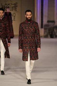 Weddings are incomplete for men without wearing sherwani. Here some latest sherwani style outfits for men this wedding season. Mens Indian Wear, Mens Ethnic Wear, Indian Groom Wear, Indian Men Fashion, Mens Fashion Wear, Men's Fashion, Sherwani For Men Wedding, Wedding Dresses Men Indian, Wedding Outfits For Groom