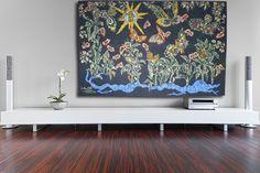 Cotonou noir, tapisserie d'Aubusson tissée par l'atelier Tabard. Avec son bolduc signé de l'artiste. 1963.    L'Œuvre de Lurçat est immense : c'est toutefois son rôle dans la rénovation de l'art de la tapisserie qui lui vaut d'être passé à la postérité. Dès 1917, il commence par des œuvres au canevas, puis, dans les années 20 et 30, il travaillera avec Marie Cuttoli. Sa première collaboration avec les Gobelins date de 1937... Lire la suite sur www.latapisserie20e.com