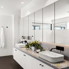 #bathroomgoals #luxurybathroom #ensuite #couplessink #hamptons #hamptonsdesign #luxuryliving #hallharthomes #hallandharthomes #chelseahamptons